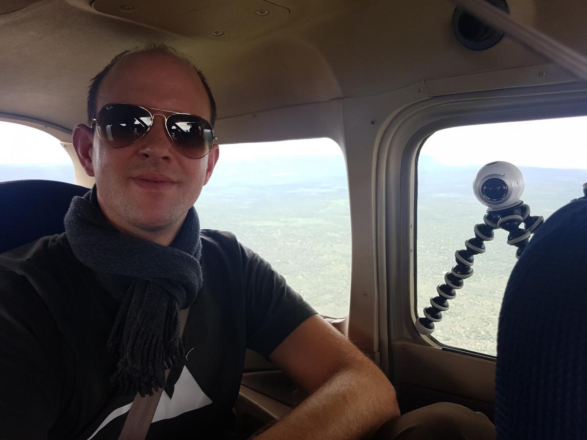 Dirk Brunner beim Dreh mit der GoPro Omni 360 Grad Kamera im Helikopter