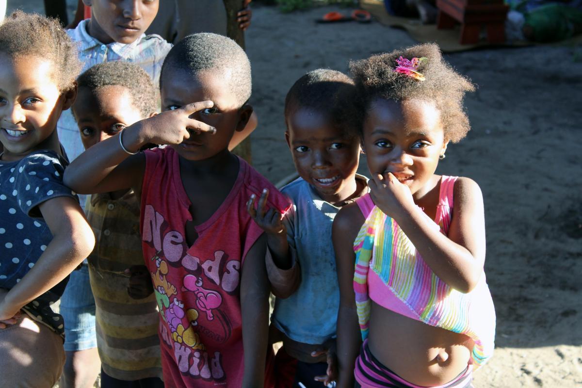 Kinder und viele nette Menschen, denen man auf Madagaskar begegnet auf Reisen mit afrika tours individuell