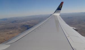 Beim Abflug von Windhoek können Sie die unendlichen Weiten Namibias aus der Luft genießen