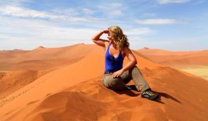 Genießen Sie den sagenhaften Ausblick über die Dünen des Namib Naukluft National Parks in Namibia