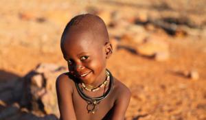 Lernen Sie etwas über die kulturellen Bräuche und Riten des Himba-Volkes im Damaraland in Namibia