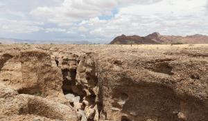 Besichtigen Sie den beeindruckenden Sesriem Canyon im Namib Naukluft National Park in Namibia
