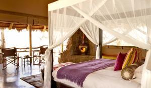 Genießen Sie von Ihrer privaten Terrasse den afrikanischen Busch in einer komfortablen Tented Suite in der Jaci's Safari Lodge