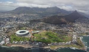 Bewundern Sie Kapstadt aus der Vogelperspektive bei einem spektakulären Helikopterflug