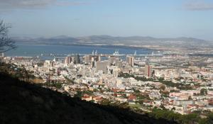 Genießen Sie die wunderbare Aussicht vom Signal Hill über Kapstadt