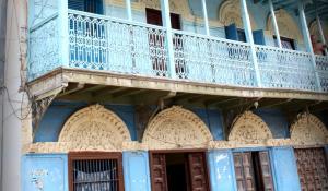 Die Architektur des malerischen Stone Town auf Zanzibar ist von orientalischen Einflüssen geprägt