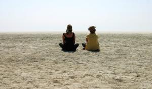 Ins weite Nichts der Etoscha Pfanne in Namibia zu blicken ist besonders während der Trockenzeit ein faszinierendes Erlebnis