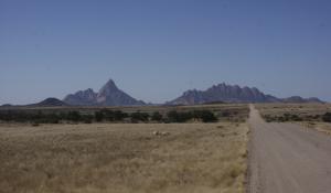 Die einzigartige Landschaft des Damaralandes in Namibia lädt zu ausgiebigen Wanderungen ein