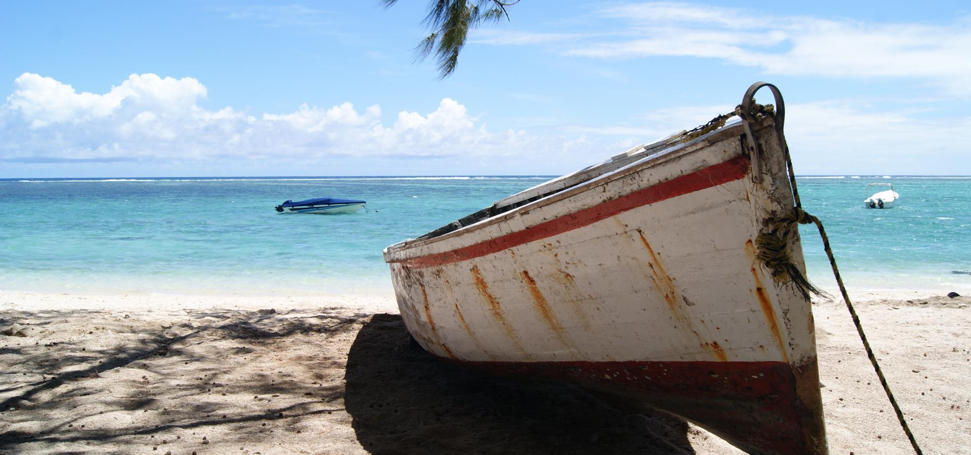 Boot am Strand - Mauritius Urlaub & Reisen
