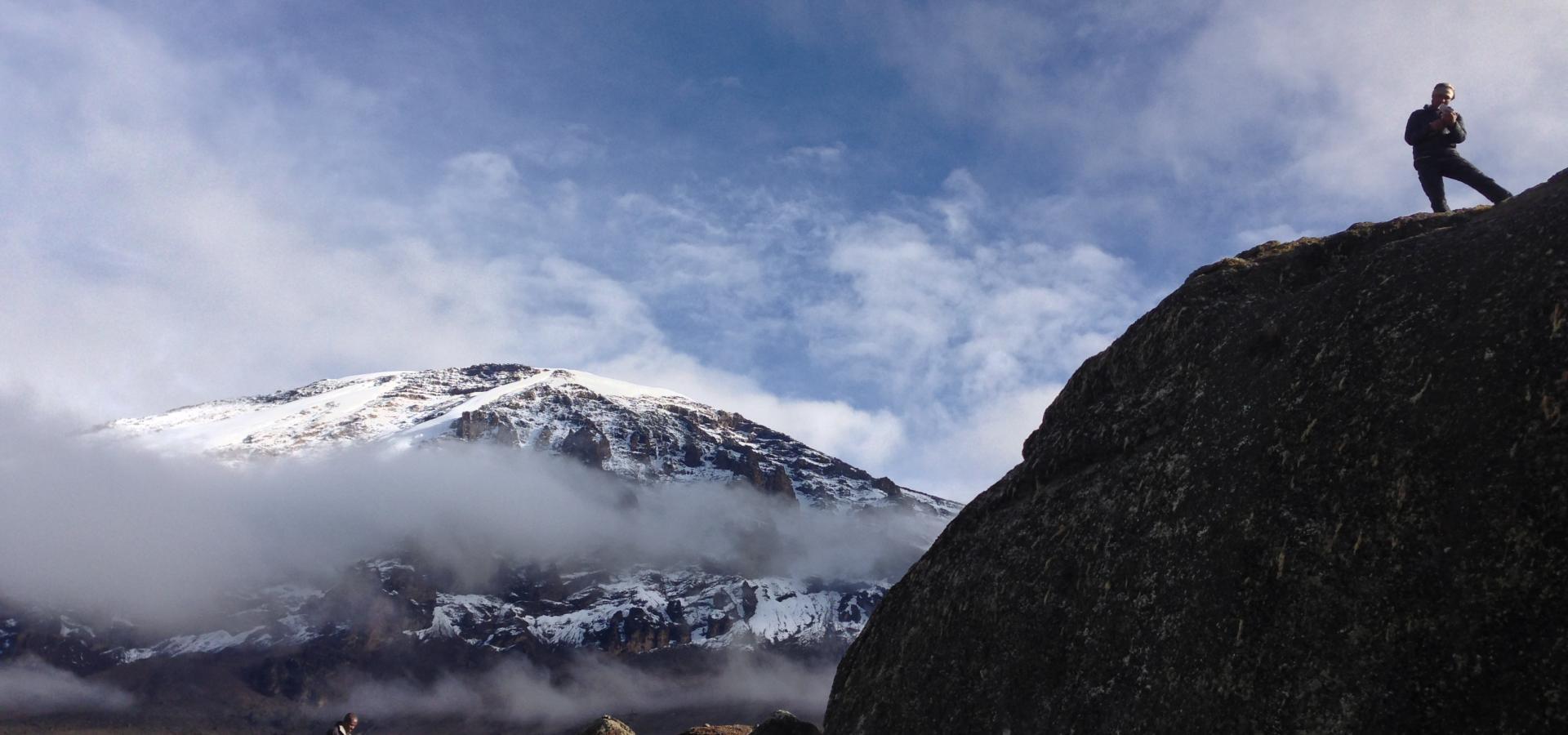 Den majestätischen Kilimanjaro zu besteigen ist der Traum jedes naturbegeisterten Bergsteigers