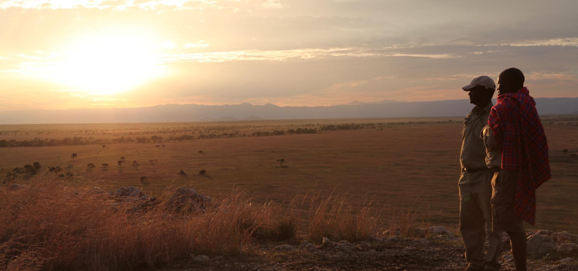 Lassen Sie in den Naturparadiesen Tanzanias wunderschöne afrikanische Sonnenuntergänge auf sich wirken