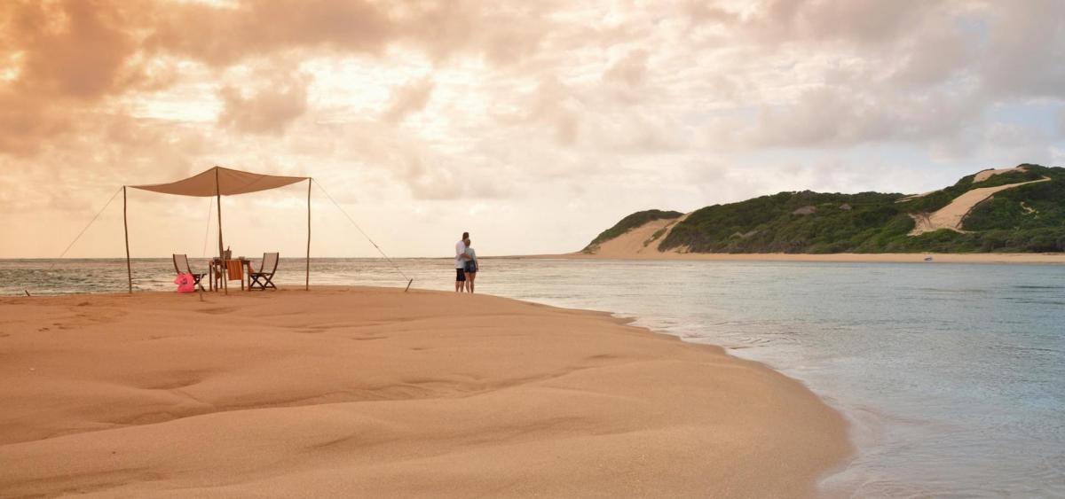 Hochzeitsreise mit Abschluss am STrand in Mosambik
