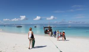 Lassen Sie Ihre Reise mit einem Badeaufenthalt an den weißen Sandstränden Zanzibars ausklingen
