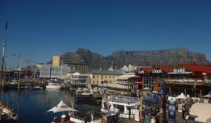 Erleben Sie das lebendige Treiben an der Waterfront in Kapstadt