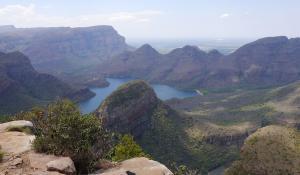 Genießen Sie die überwältigenden Ausblicke auf den Blyde River Canyon in Südafrika