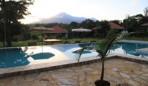 African View Lodge - Pool mit Mt. Meru