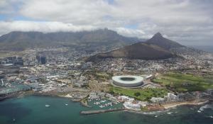 Erleben Sie spektakuläre Ausblicke auf Kapstadt bei einem Helikopterflug