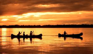 Kanu Safari im Lower Zambezi Nationalpark zum Sonnenuntergang