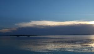 Genießen Sie wunderschöne Sonnenuntergänge bei Ihrem Badeaufenthalt an der Küste Tanzanias