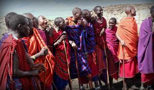 Erleben Sie die Tänze und den Gesang des Massai Volkes in Tanzania