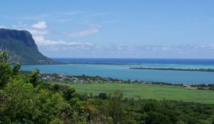 Mauritius vereint herrliche Sandstrände und fruchtbar grüne Tropenwälder