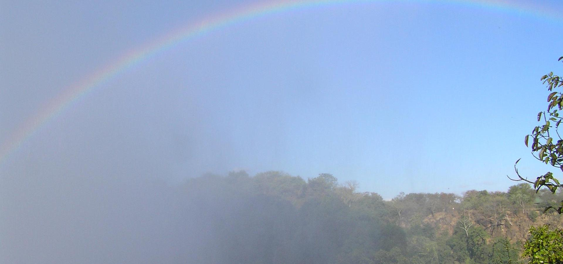 Regenbogen über den Viktoria Fällen - Simbabwe Reisen & Urlaub
