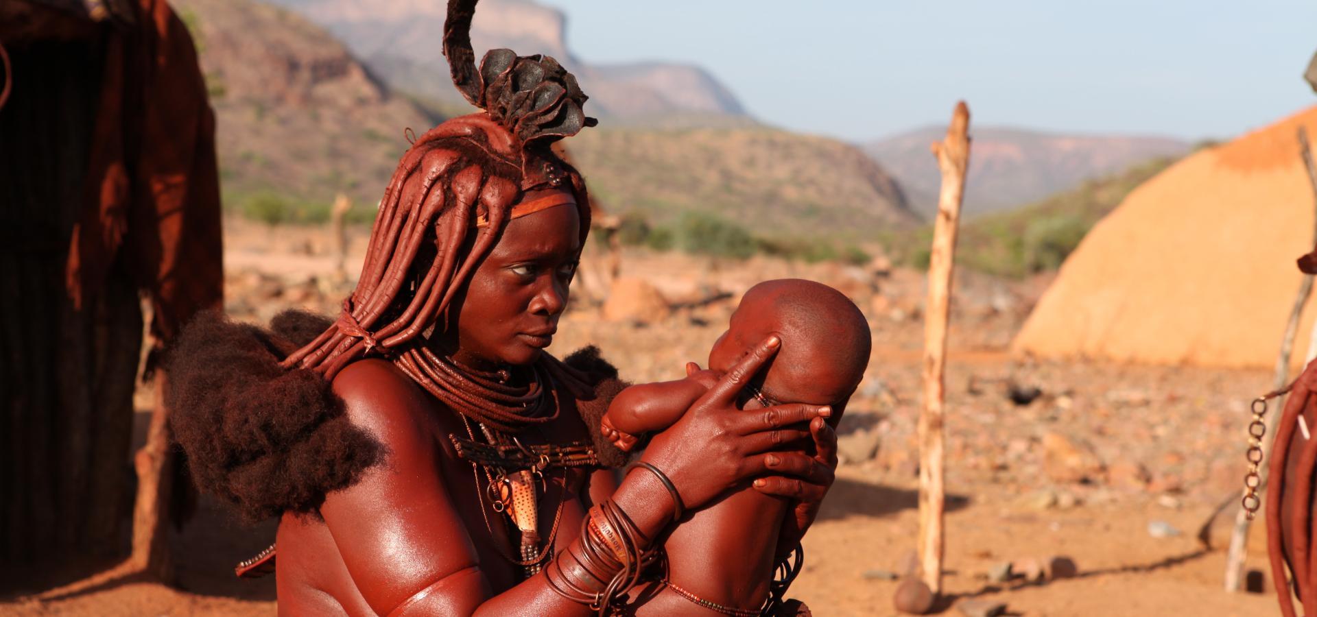 In der Region des Kaokovelds in Namibia haben Sie die Möglichkeit dem einzigartigen Nomadenstamm der Himba zu begegnen