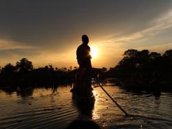 Fahrt im Mokoro durch das Okavango Delta in Botswna