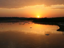 Sonnenuntergang über dem Fluss Nil in Uganda